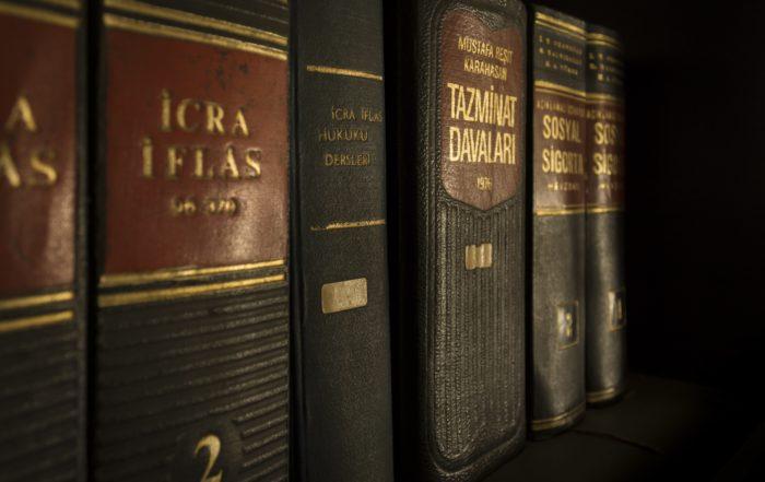 Los manuales penales ya no se usan debido a la huelga en la justicia.
