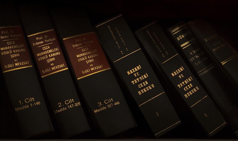 La unificación de procuradores y abogados es analizada por la CNMC