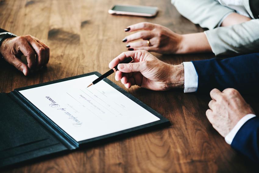 El poder notarial se firma para ceder la representación a un profesional